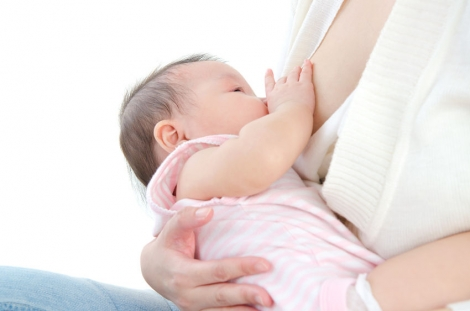 Moedermelk beïnvloedt kans op obesitas kind