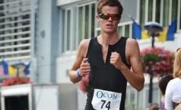 Hein bezig met het hardlooponderdeel van de triathlon