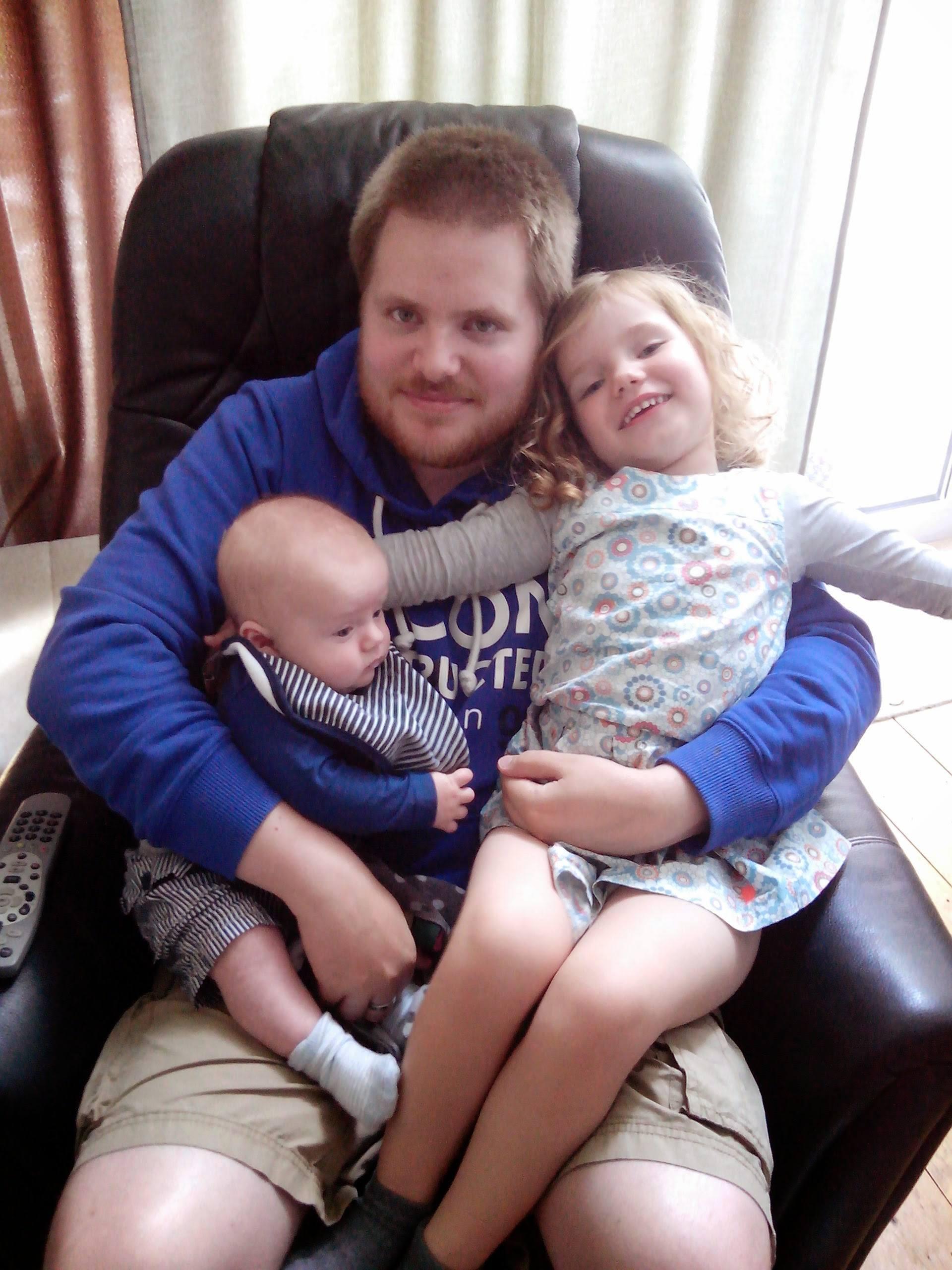 Simon samen met zijn kinderen, zijn grote geluk